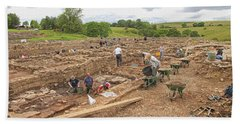 Archaeologists At Work At Roman Vindolanda Hand Towel