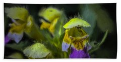 Bath Towel featuring the photograph Artistic Hover by Leif Sohlman