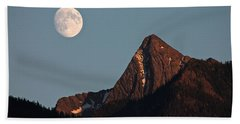 Hand Towel featuring the photograph August Moon Over Loki by Cathie Douglas