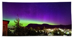 Bath Towel featuring the photograph Aurora Over Mt Wellington, Hobart by Odille Esmonde-Morgan