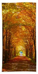 Autumn Light And Leaf Painting Bath Towel