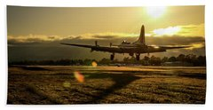 B17 Landing At Livermore Hand Towel