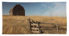 Barn On The Prairie Bath Towel