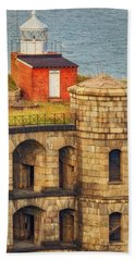 Hand Towel featuring the photograph Battery Weed At Fort Wadsworth Nyc by Susan Candelario