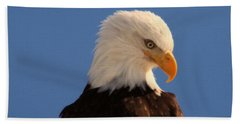 Hand Towel featuring the photograph Beautiful Eagle by Jeff Swan