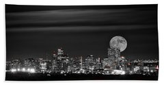 Bath Towel featuring the photograph Beaver Moonrise In B And W by Kristal Kraft