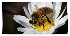 Bath Towel featuring the photograph Bee On The Flower by Bruno Spagnolo