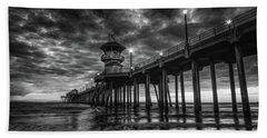 Black And White Huntington Beach Pier Bath Towel