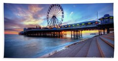 Bath Towel featuring the photograph Blackpool Pier Sunset by Yhun Suarez