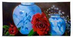 Blue And White Pottery And Red Roses Bath Towel