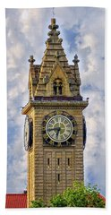 Bath Towel featuring the photograph Bowling Green Court House by Mary Timman