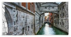 Bath Towel featuring the photograph Bridge Of Sighs by Tom Cameron