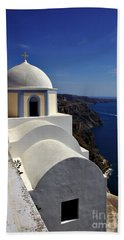 Bath Towel featuring the photograph Building In Fira by Jeremy Hayden