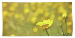 Hand Towel featuring the photograph Buttercups by Lyn Randle