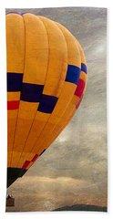 Chasing Hot Air Balloons Bath Towel by Glenn McCarthy Art and Photography