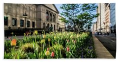 Chicago's Art Institute One Early Spring Morning Bath Towel
