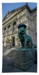 Chicago's Art Institute With Cubs Hat Bath Towel