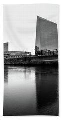 Hand Towel featuring the photograph Cira Centre - Philadelphia Urban Photography by David Sutton