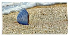 Clamshell In The Waves On Assateague Island Hand Towel