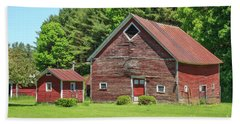 Classic Old Red Barn In Vermont Bath Towel
