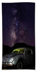 Classic Vw Bug Under The Milky Way Bath Towel