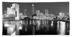 Cleveland Skyline At Dusk Black And White Bath Towel