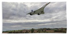 Hand Towel featuring the photograph Concorde - High Speed Pass_2 by Paul Gulliver