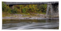 Covered Bridge In Vermont With Fall Foliage Bath Towel
