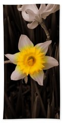 Bath Towel featuring the photograph Daffodil by Lisa Wooten