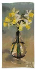 Daffodils In Glass Vase Bath Towel