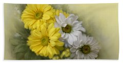 Hand Towel featuring the painting Daisy Spring Bouquet by Bonnie Willis