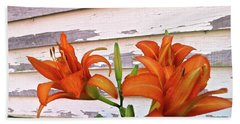 Bath Towel featuring the photograph Day Lilies And Peeling Paint by Nancy Patterson