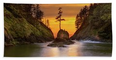 Deadman's Cove At Cape Disappointment State Park Hand Towel