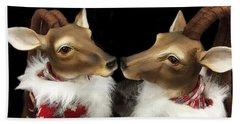Deer Reindeer Kissing - Christmas Holiday Deer - Reindeer Deer Holiday Art Hand Towel