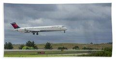 Delta Airlines Mcdonnell Douglas Aircraft N952dl Hartsfield-jackson Atlanta International Airport Hand Towel