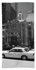 Denver Downtown With Yellow Cab Bw Bath Towel by Frank Romeo