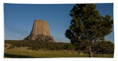 Bath Towel featuring the photograph Devil's Tower by Gary Lengyel