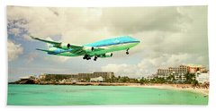 Dramatic Landing At St Maarten Bath Towel