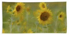 Hand Towel featuring the photograph Dreaming Of Sunflowers by Benanne Stiens