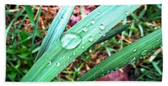 Bath Towel featuring the photograph Droplets by Robert Knight