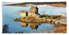 Eilean Donan - Loch Duich Reflection - Skye And Lochalsh Hand Towel