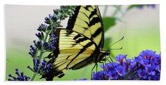 Feeding From A Nectar Plant Hand Towel