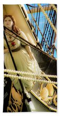 Bath Towel featuring the photograph Figurehead - Falls Of Clyde by D Davila