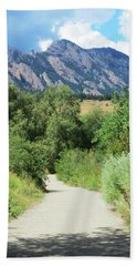 Bath Towel featuring the photograph Finding The Flatirons by Marilyn Hunt