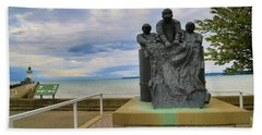 Bath Towel featuring the photograph Fishermen's Memorial by Gary Hall