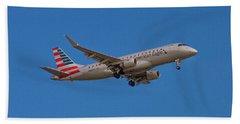 Flying In American Eagle Embraer 175 N426yx Hand Towel