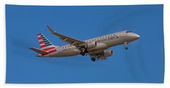 Flying In American Eagle Embraer 175 N426yx Bath Towel