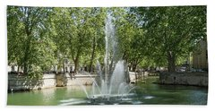 Hand Towel featuring the photograph Fontaine De Nimes by Scott Carruthers