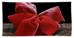 Hand Towel featuring the photograph Frosted Bow by Nikolyn McDonald