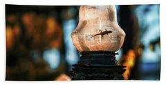 Hand Towel featuring the photograph Gecko In Streetlight Genovese Park Cadiz Spain by Pablo Avanzini